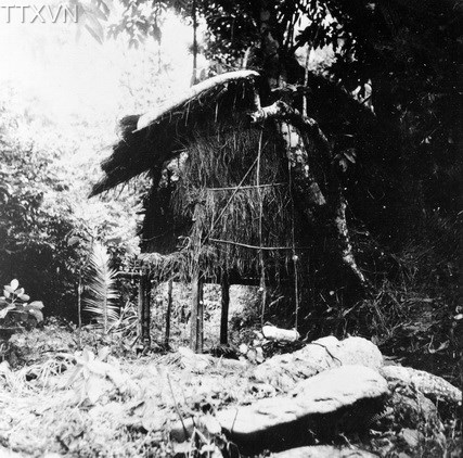 President, Ho Chi Minh was in this shack during the 8th Conference of the Indochinese Communist Party Central Committee in May, 1941, to decide the establishment of the League for the Independence of Vietnam (Viet Minh front) that led people nationwide to