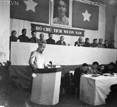 President Ho Chi Minh in a National Assembly meeting which approved land reform law in 1953