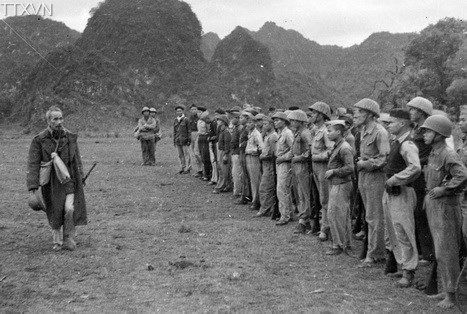 President Ho Chi Minh visited a military unit in a border campaign.