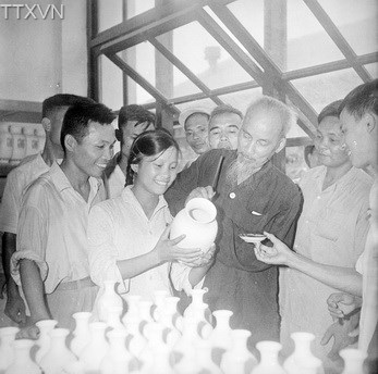 President Ho Chi Minh visited Hai Duong ceramic plant on July 26th, 1962.
