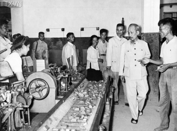 President Ho Chi Minh visited Thong Nhat Match factory in the early years of economic recovery in 1956.