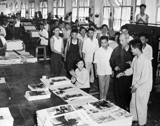Uncle Ho visited Tien Bo printing factory in Hanoi on May 11th, 1959.