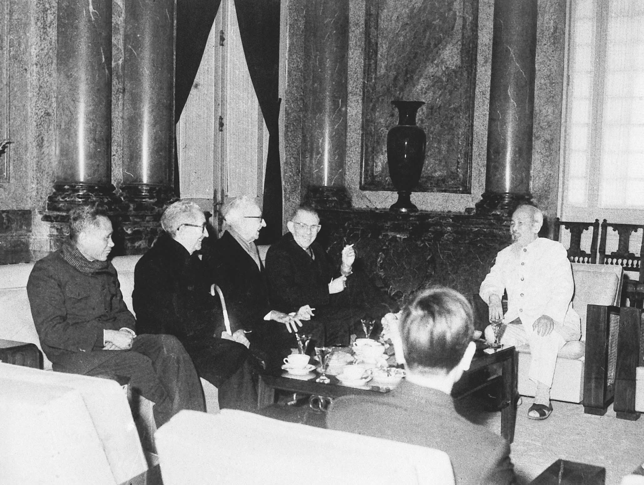President Ho Chi Minh receiving the American intellectual personalities who protested against the war in Vietnam (January 17th, 1967)