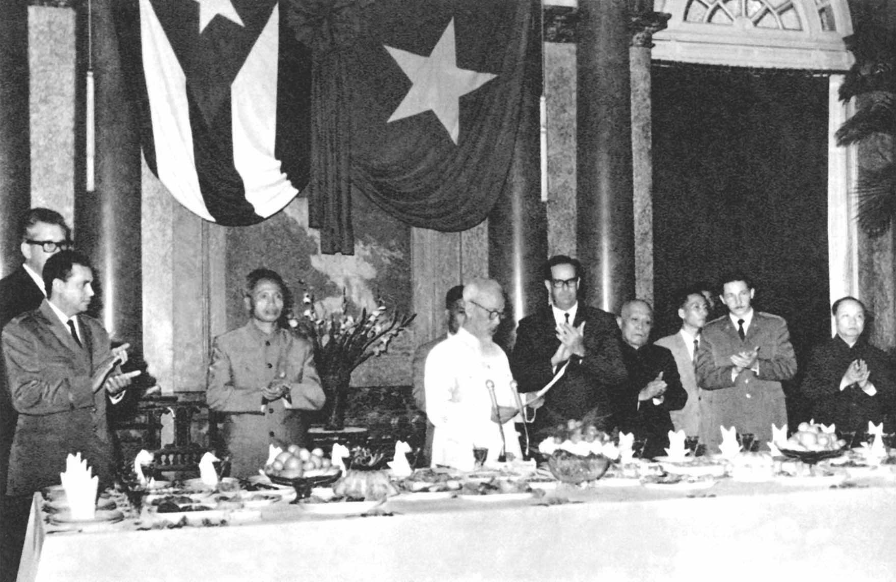 President Ho Chi Minh delivering a speech to welcome the government delegation of the Republic of Cuba headed by President Dorticot Corado visiting Vietnam (October 29th, 1966)