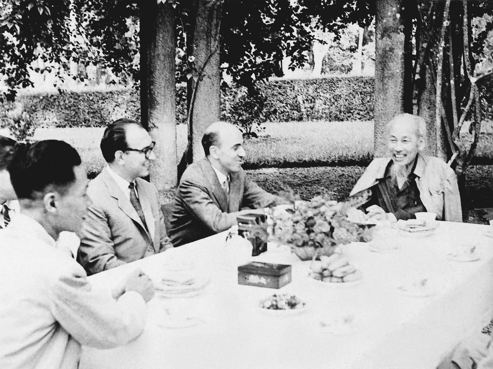 President Ho Chi Minh receiving the journalists of L'Unita journal of the Italian Communist Party (May 12th, 1959)