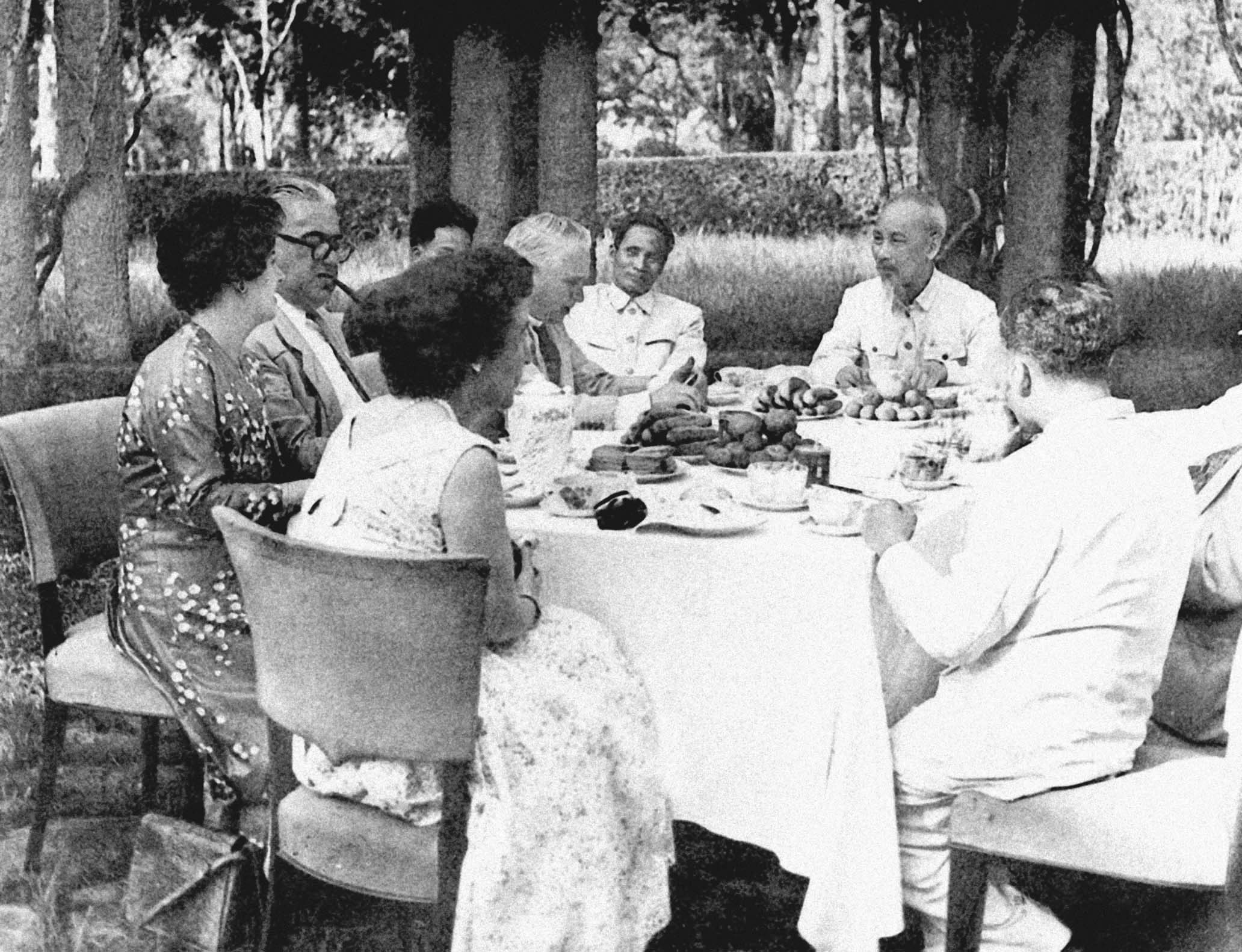 President Ho Chi Minh receiving a delegation of the United Kingdom's Parliament members visiting Vietnam (May 4th, 1957)