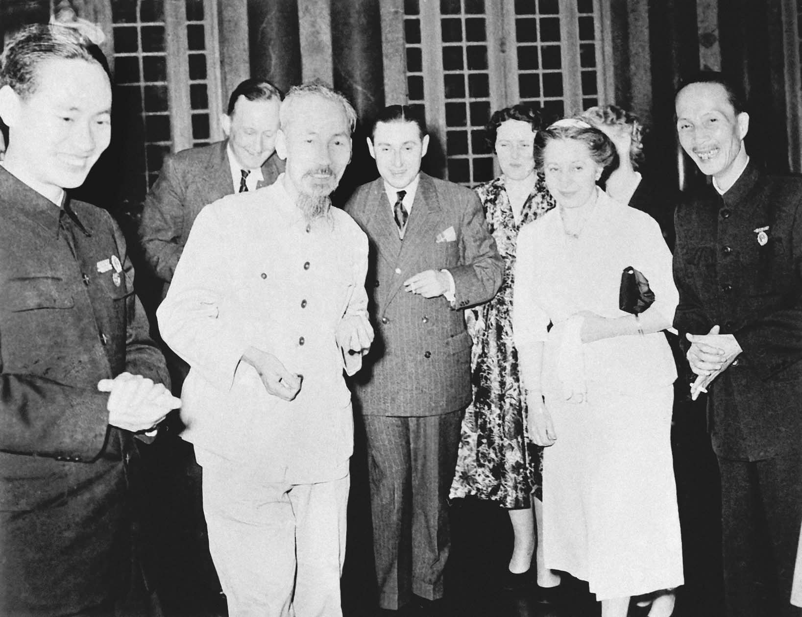 President Ho Chi Minh receiving the French peace movement delegation visiting Vietnam (March 15th, 1955)