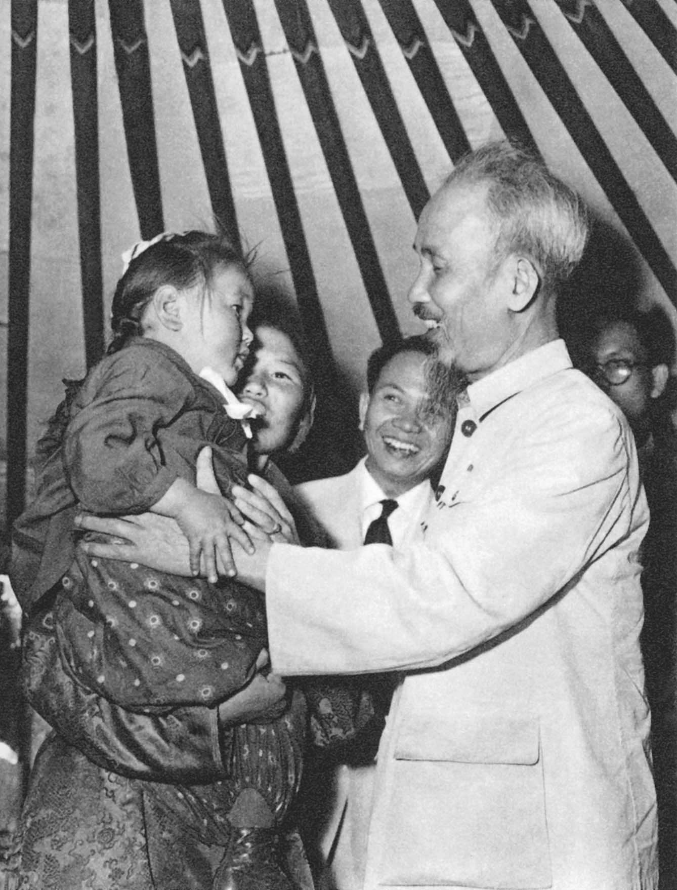 President Ho Chi Minh visiting a Mongolian peasant's family (July 1955)