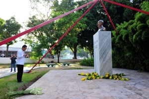 Flowers offered at President Ho Chi Minh's statue in Cuba