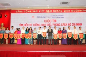 Vinataba honors exemplary followers of President Ho Chi Minh's teachings