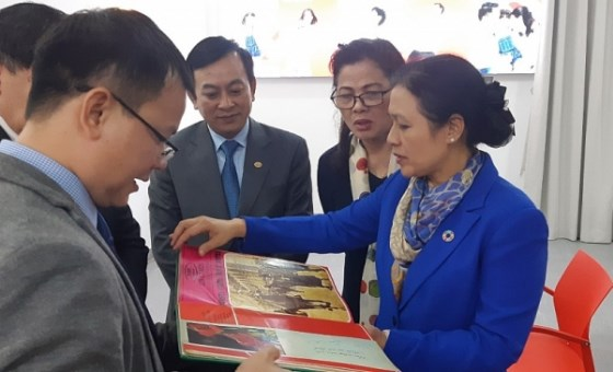 Museum receives Italian books on President Ho Chi Minh