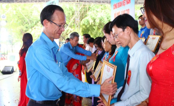 Southern province honours winners of contest about Uncle Ho