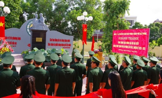 "Hai Phong city constructs ""Uncle Ho with Border Guards"" statute"